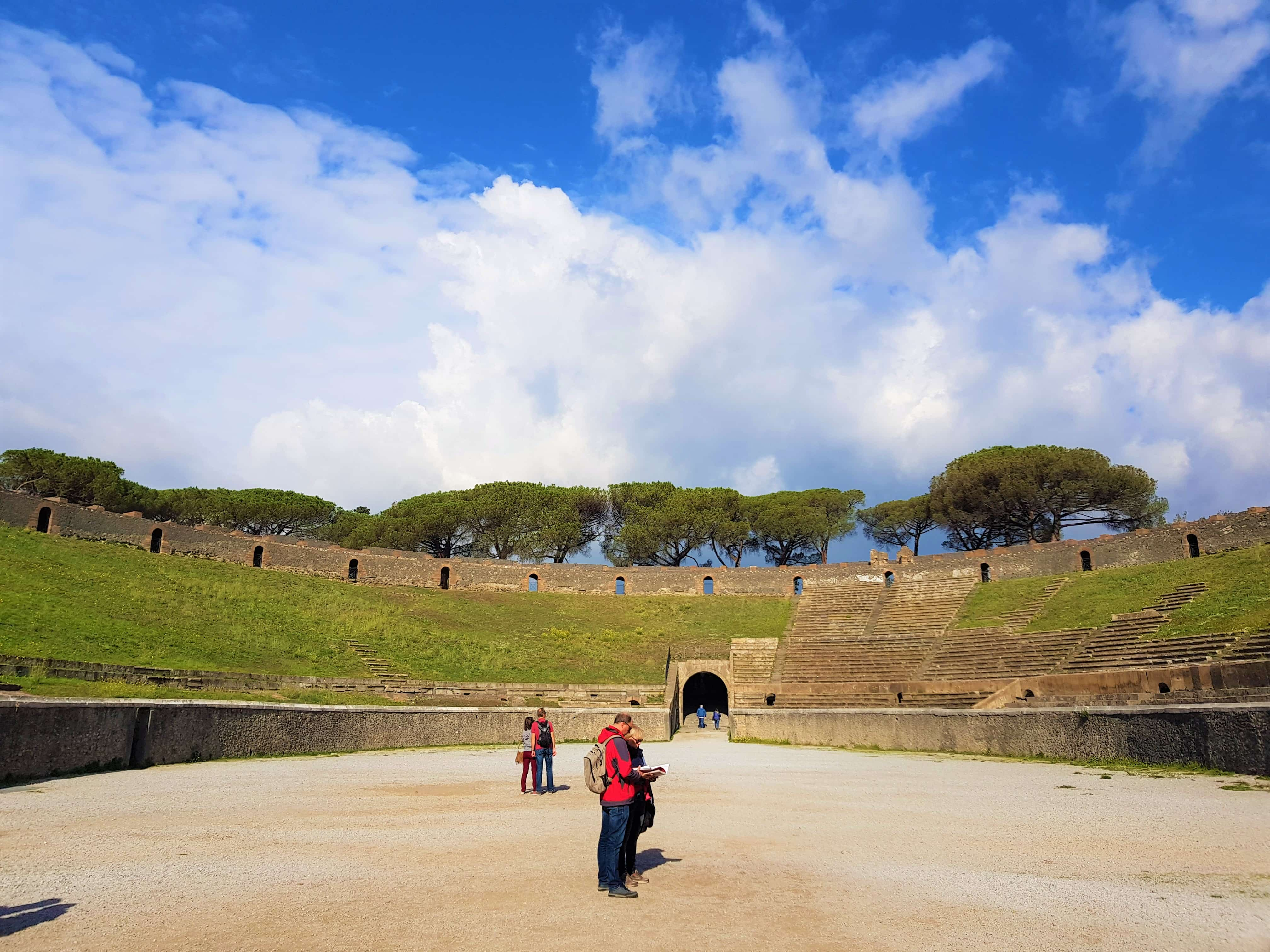 Can you tour Pompeii ruins on your own without a tour