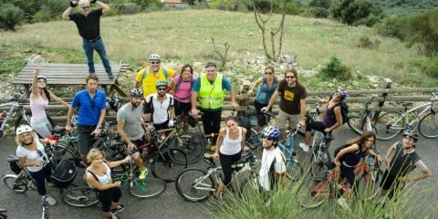 gruppo di persone con bici sulla roma fiuggi