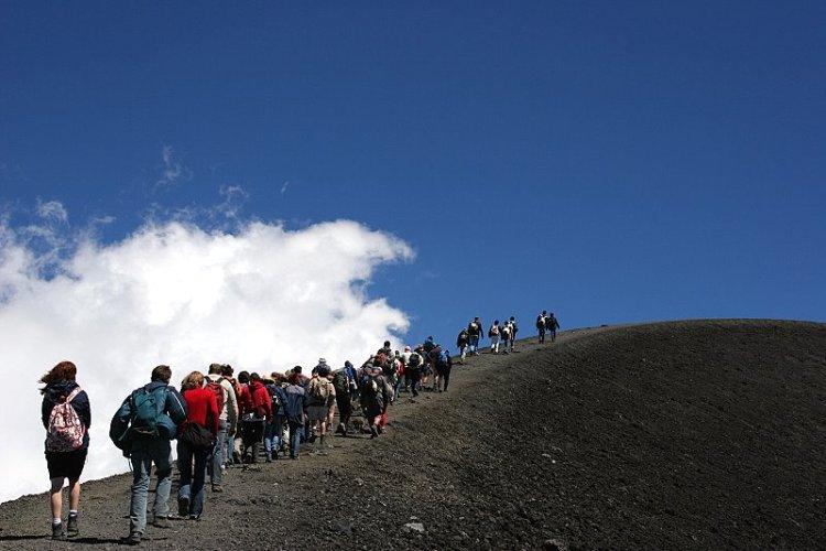 Trekking sull'Etna - Fonte: etnatourism.it