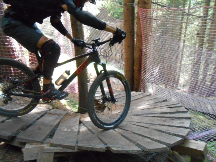 passerelle enduro a canazei in mtb