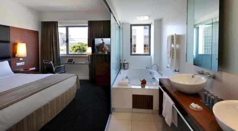 Barcelona Airport Hotel 24