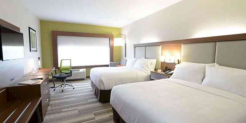 Holiday Inn Express & Suites Chicago North Shore Niles 8