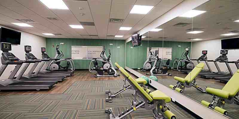 Holiday Inn Express & Suites Chicago North Shore Niles 9