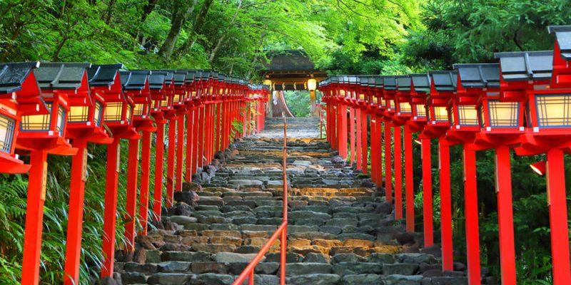 【日本京都】貴船神社交通、水占卜、納涼川床料理、流水麵懶人攻略