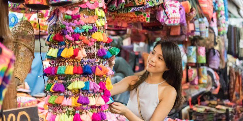 恰圖恰週末市集逛街攻略來囉!泰國必買道地點心、瓷器布料、竹編小物