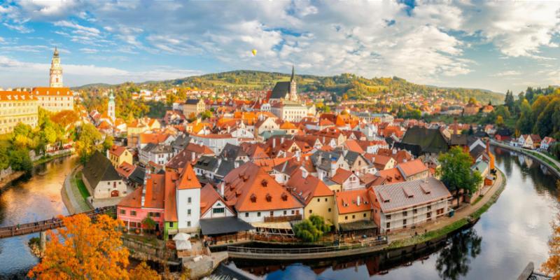 捷克 庫倫洛夫 |走訪童話小鎮!伏爾塔瓦河泛舟體驗,城堡,教堂景點推薦