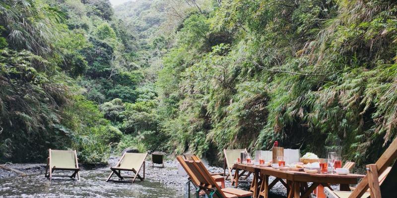 直接在河裡吃大餐!最浮誇野餐場地花蓮「 溪餐町 」,簡單親近大自然!
