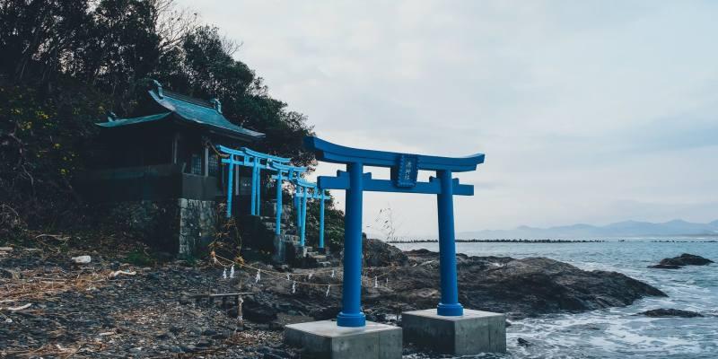 日本絕美藍色鳥居引瘋傳!顏色背後有意思?黃金增財運紅色代表?