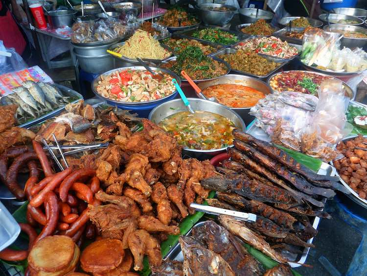 Cooked food in a Thai market