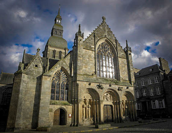 Dinan Basilique St Sauveur