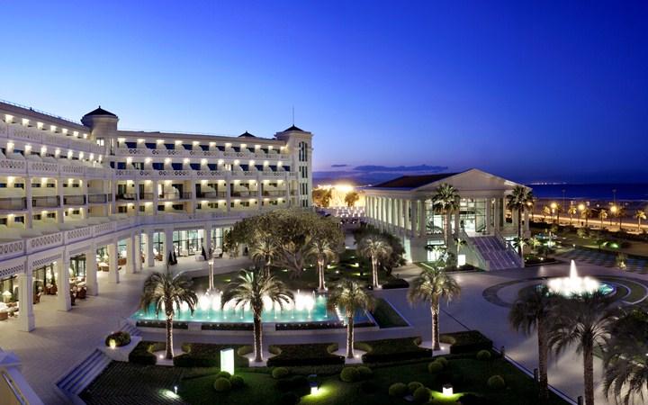 Las Arenas Balneario Resort Hotel