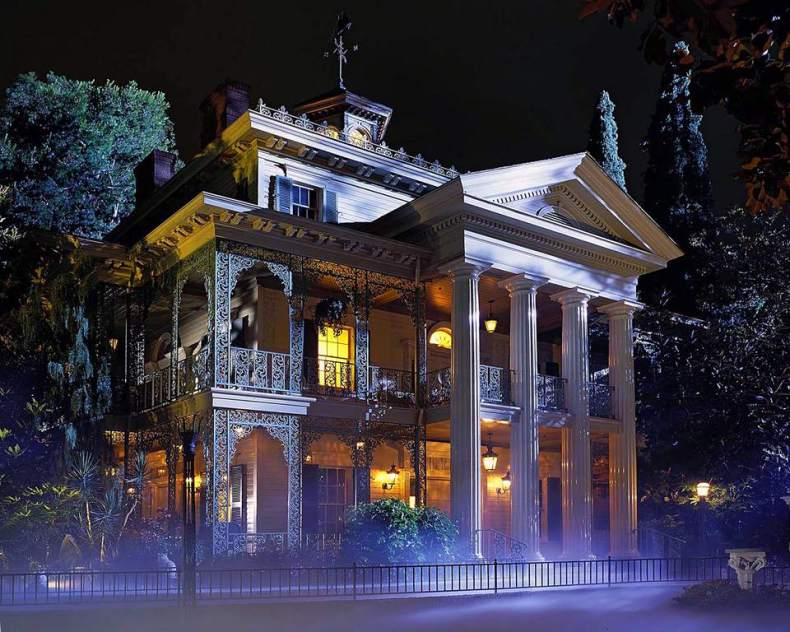 https://i2.wp.com/www.tripsavvy.com/thmb/49azMQZj1I2eSoBtKAjsANF7SQs=/960x0/filters:no_upscale():max_bytes(150000):strip_icc()/Haunted-Mansion-Disneyland-56df57be5f9b5854a9f6ba50.jpg?resize=790%2C632&ssl=1