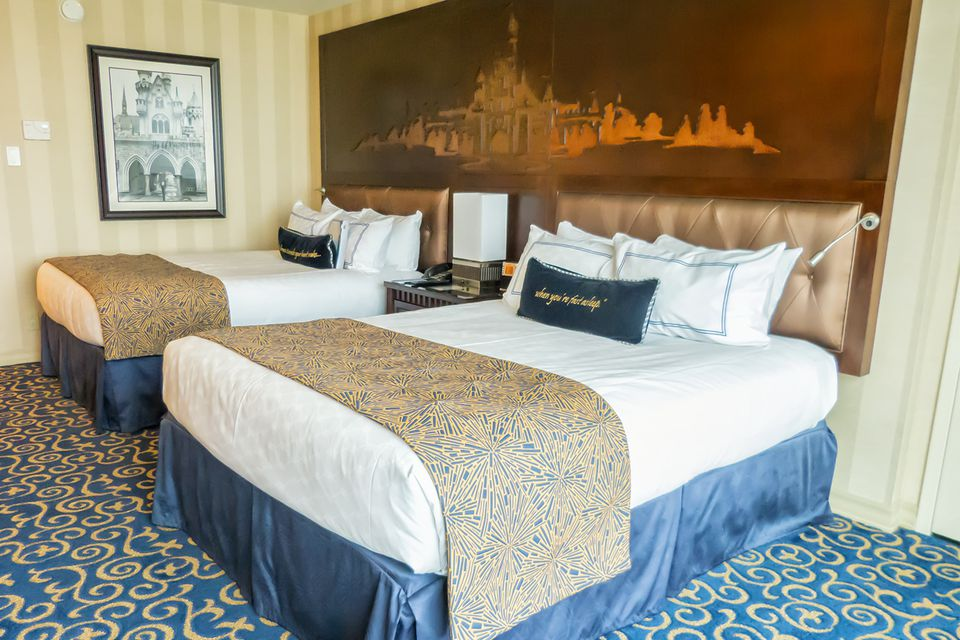 Cost of 2 bedroom suite at disneyland hotel for Disneyland hotel 2 bedroom suite