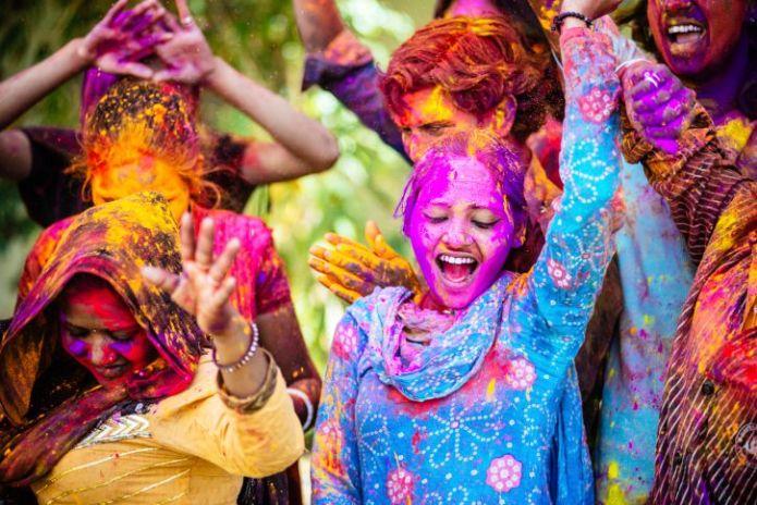 Serunya Perayaan Holi di India