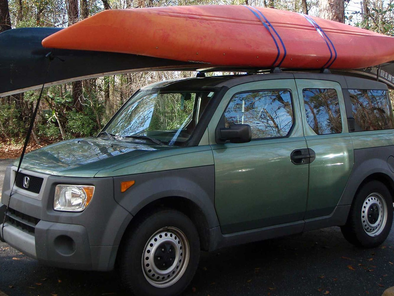 how to strap a kayak to a roof rack