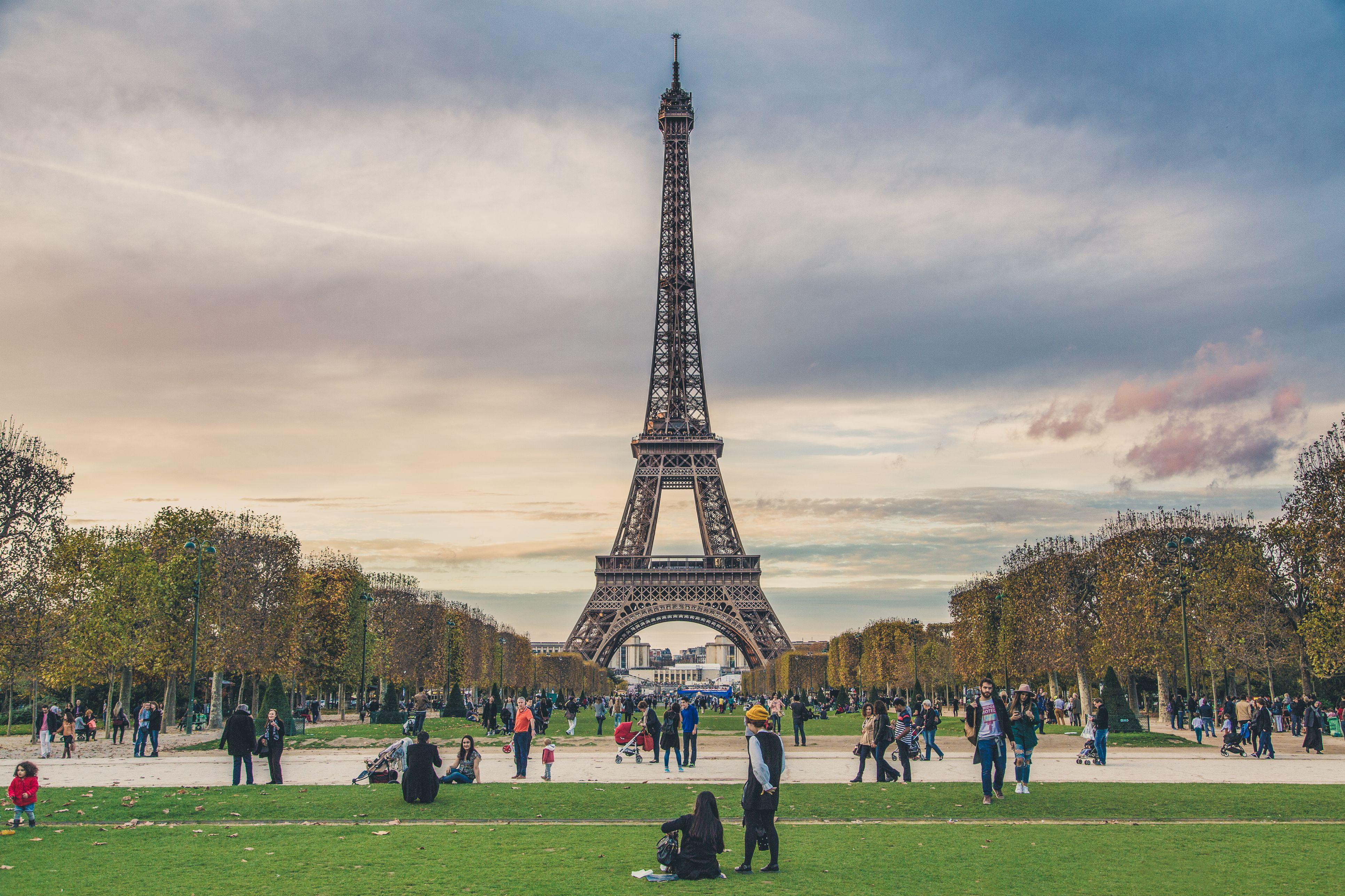 Top 10 Romantic Movies Set In Paris France