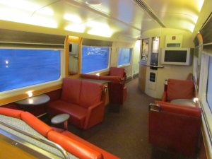 There is a pretty luxurious lounge car, with a bar and snack-bar as well as comfy chairs. A great atmosphere!
