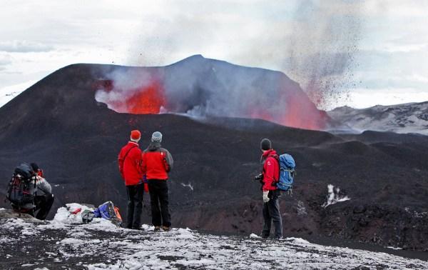 Eyjafjallajokullin tulivuorenpurkaus alkoi pienellä purkauksella keväällä 2010. Kuva: Björgvin Hilmarsson