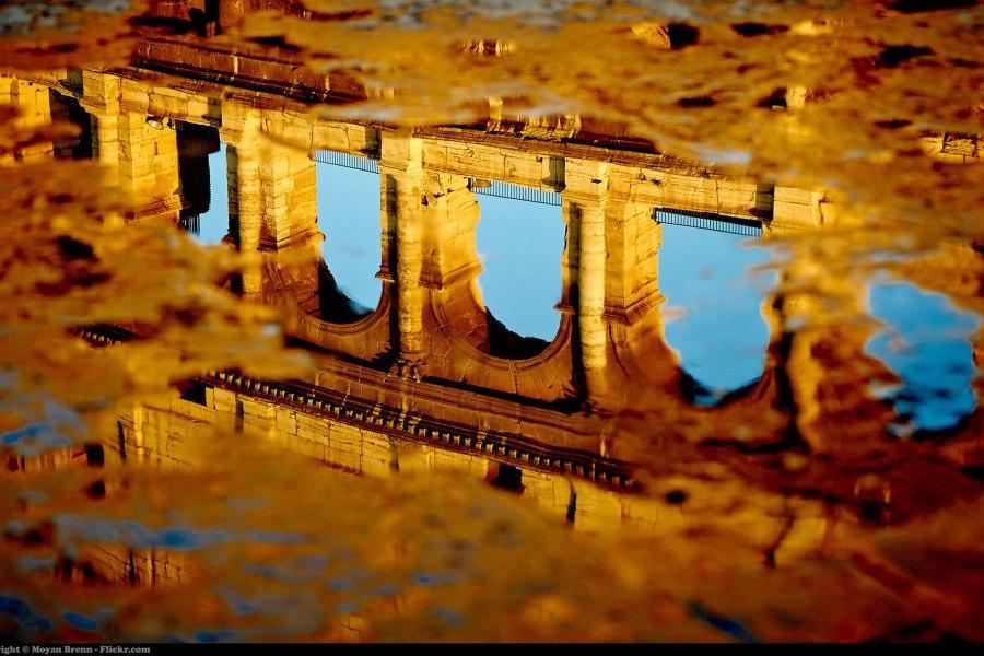 Colosseumin peilikuva © Moyan Brenn Flickr.com CC