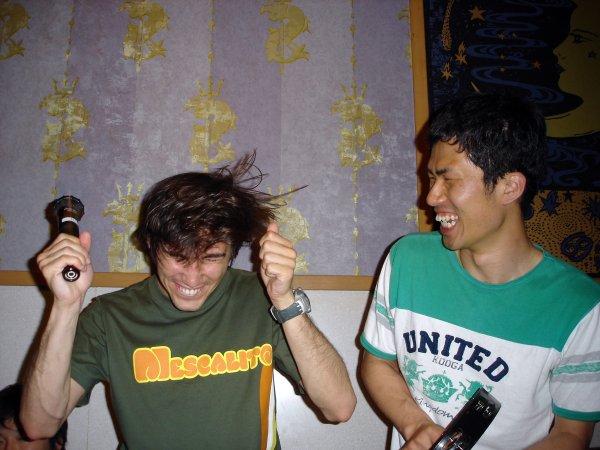 Kovaa menoa karaokessa. Kuva: hibinom, flickr.com, CC BY-SA 2.0.