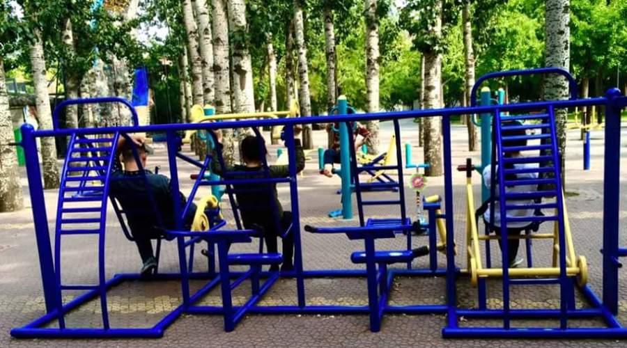 Pekingin puistoissa on punttisalilaitteet. Kuva: Meppu Mäkeläinen