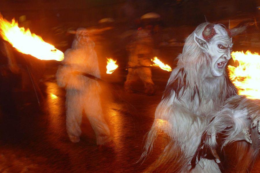Krampus-kulkueet kulkevat adventtiaikaan kaupungeissa. Kuva: Giulio, flickr.com, CC BY-ND 2.0.