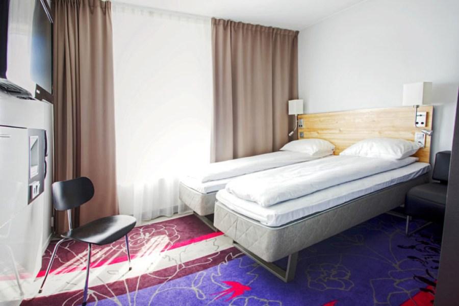Comfort Xpress Youngstorget -hotellin huoneissa älypuhelin toimittaa avainkortin virkaa. © Nordic Choice Hotels