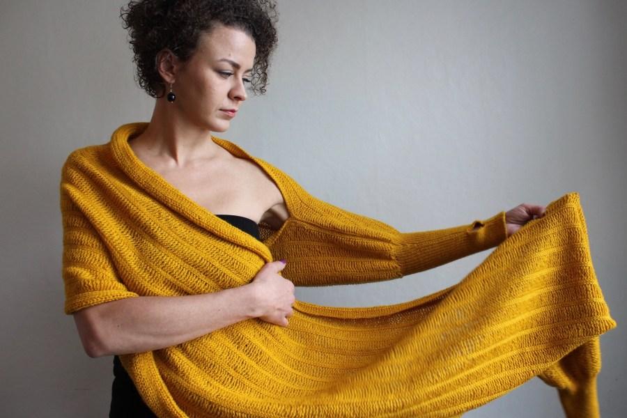 Liina Viiran hihallinen huivi: mielikuvitus koetuksella. © Tripsteri.fi / Juulia Klemola
