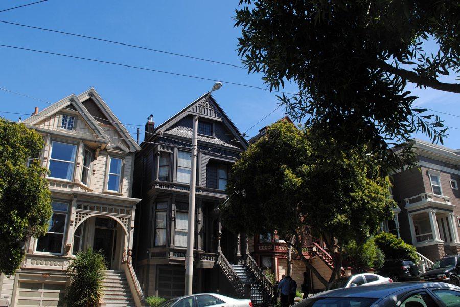 Grateful Dead House (keskellä)