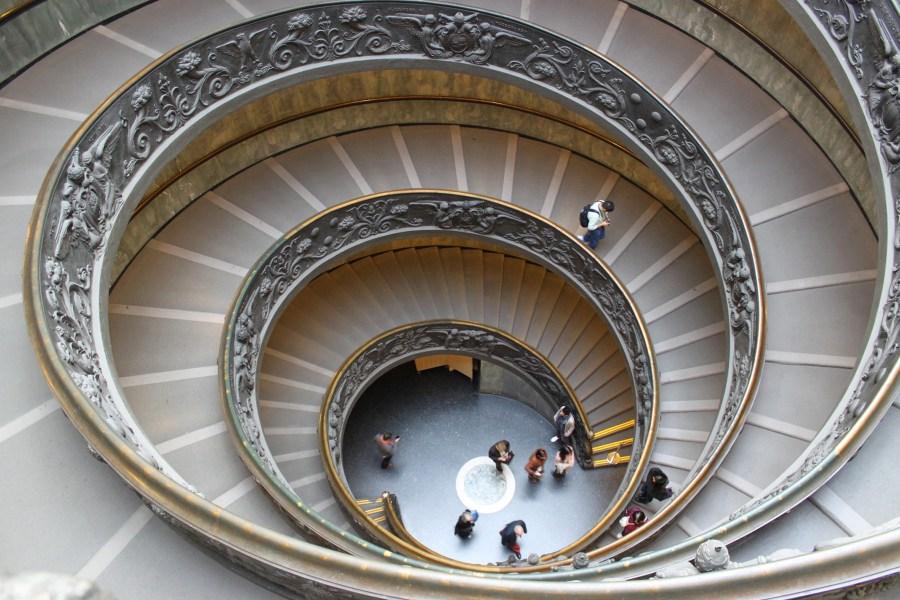 Vatikaanin museoiden kierreportaat © Alexandre Breveglieri Flickr CC