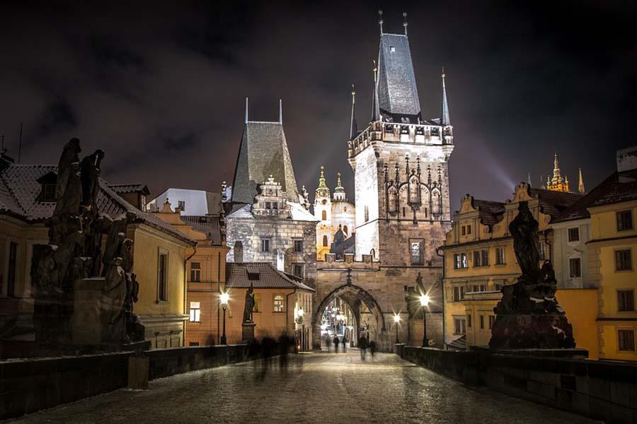 Kummitukset heräävät eloon Prahan tarinoissa.