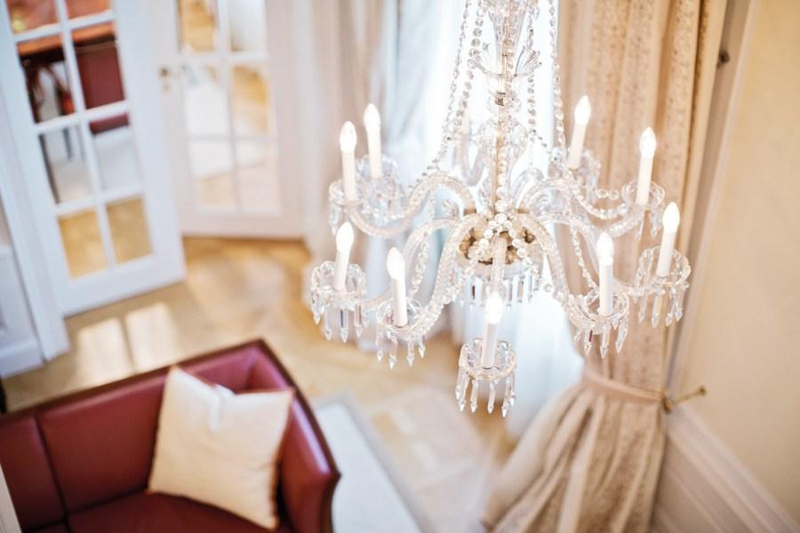 Wienin ylellisissä hotelleissa kiiltävät kristallikruunut. Coburgin palatsissa on kaupungin kalleimmat sviitit. Kuva: Palais Coburg Hotel Residenz / Tina Herzl.