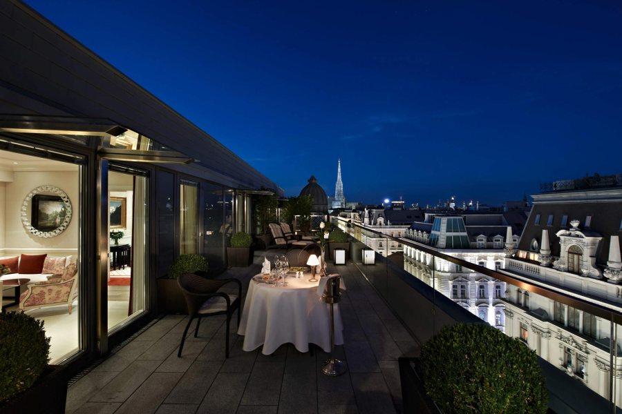 Hotelli Sacher on klassikkohotelli. Ylellisten sisätilojen lisäksi sen sijainti on erityinen aivan Oopperan vieressä. Kuva: Hotelli Sacher.