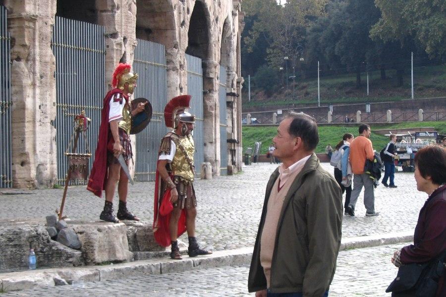 Legionaalaisia Colosseumilla © Kikuko Nakayama Flickr CC