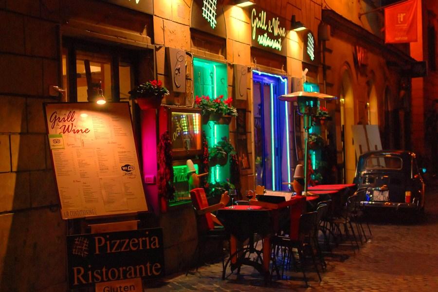 Pizzerioita piisaa Roomassa © Maciej Kraus Flickr CC