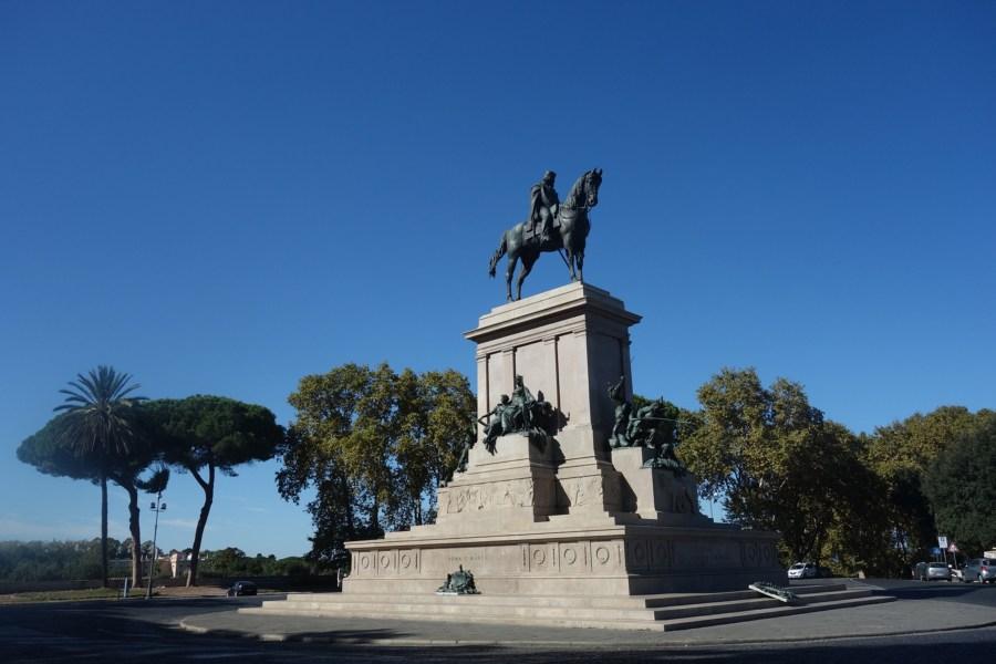 Garibaldin ratsastajapatsas hallitsee aukiota © garann Flickr-cc