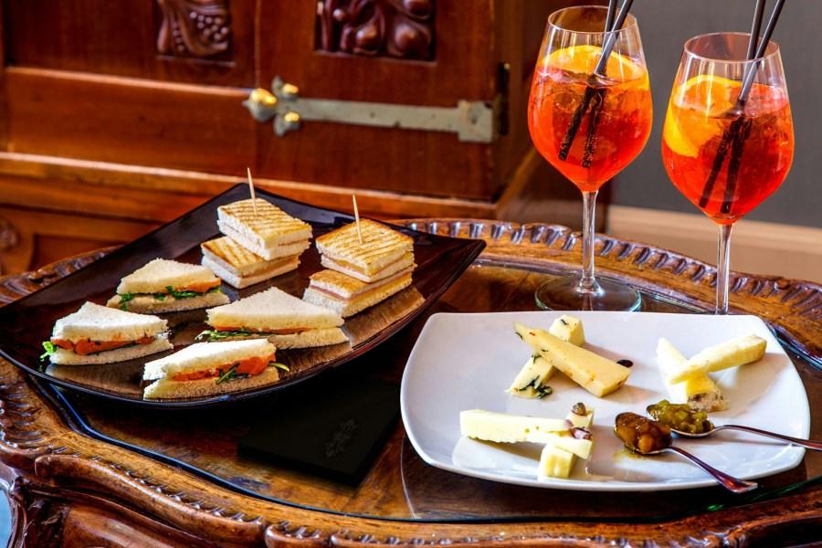 Ennen ulos lähtöä hotellin baarissa voi nauttia aperitivon © Hotel Alexandra
