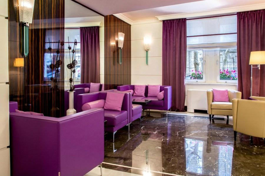 Hotellin pirteä aula © Hotel Alexandra