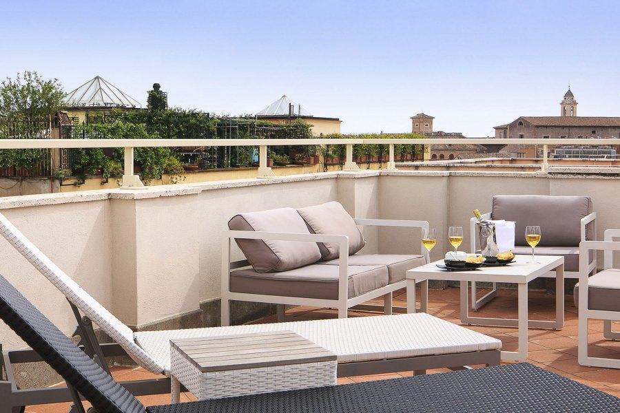 Terassi on pyhitetty lekottelulle © Rome Times Hotel