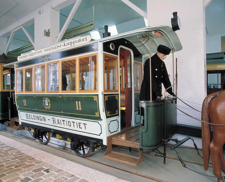 Ratikkamuseon 1890-luvun raitiovaunu. Kuva: Helsingin kaupunginmuseo.