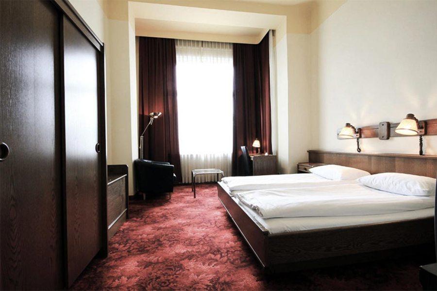 Hotelli Fürstenhof sijaitsee aivan läntisen rautatieaseman vieressä. Kuva: Fürstenhof.