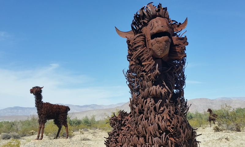 Two other nomads in the desert, Galeta sculptures in Anza