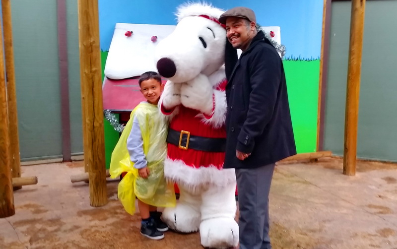 Photo Opp with Snoopy at the holiday fun park Knotts Berry Farm