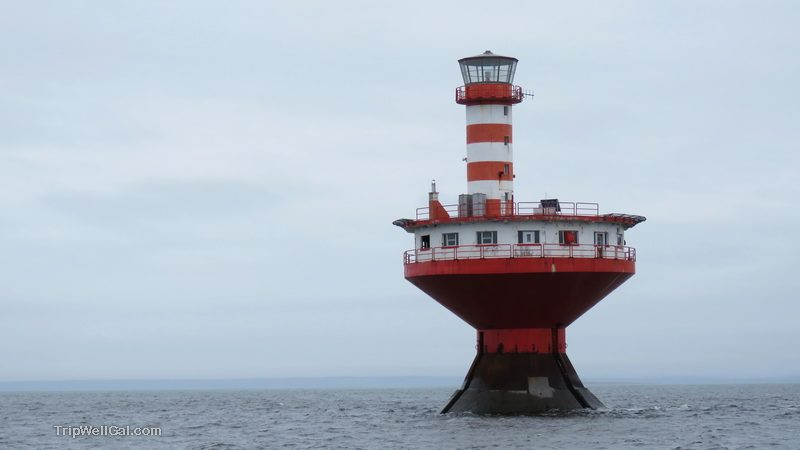 An abandoned lighthouse in the Tadoussac harbor