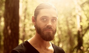 Tom Payne Talks The Walking Dead