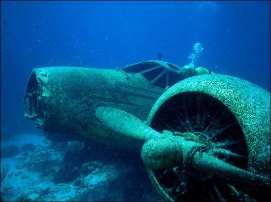 underwater-plane-wreck