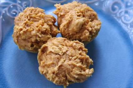 I can't believe how easy this two-ingredient pumpkin muffin recipe is!