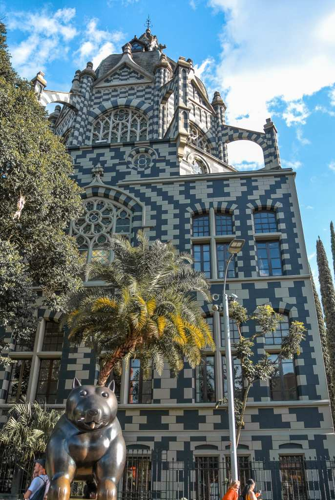 La place Botero et le palais de la culture Rafael Uribe Uribe