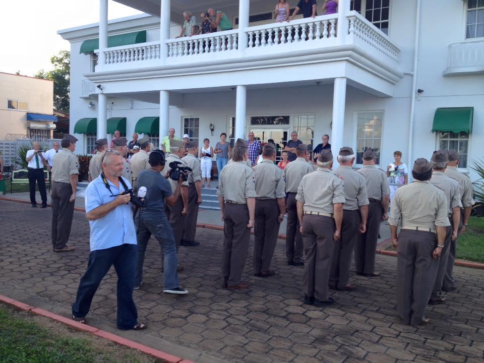 Opstellen in uniform voor het Residence Inn Suriname. (Foto Frits Tor)