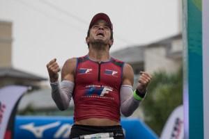 A emoção da chegada de Felipe Dayrell. Foto: Ricardo Andrade